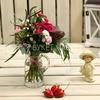 Букет из кустовых роз, гвоздики и гиперикума фото