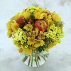 Букет из кустовой хризантемы с яблоками фото