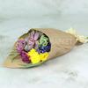 Букет из хризантемы и эхеверии в крафте фото