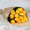 Букет из 15 желтых роз 40 см. в крафте фото