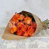 Букет из 15 оранжевых роз 40 см. в крафте фото
