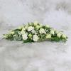 Настольная композиция из роз, гвоздик и лизиантуса фото