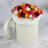 51 разноцветная роза в шляпной коробке фото