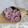 Букет из 15 сиреневых роз в крафте фото