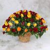 101 желтая и красная роза в корзине фото