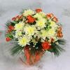 Букет из кустовой розы, хризантемы и ромашек фото
