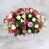 101 белая и розовая роза 40 см. в корзине фото