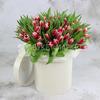 101 красно-белый тюльпан в шляпной коробке фото