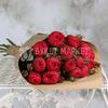 15 пионовидных роз Александра в крафте фото