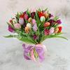 Букет из 51 разноцветного тюльпана фото
