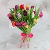 Букет из 25 разноцветных тюльпанов фото