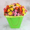 25 разноцветных кустовых роз в коробке фото