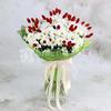 Букет из ромашковой хризантемы и фаляриса в упаковке фото