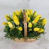 25 желтых тюльпанов в корзине фото