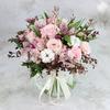 Букет из альстромерий, роз и хлопка фото