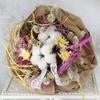 Букет из стабилизированной хризантемы и хлопка фото