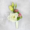 Бутоньерка из лизиантуса и кустовой розы фото