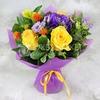 Букет из роз и хризантемы в упаковке фото