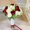 Букет невесты из фрезии и кустовых роз фото