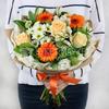 Букет из гербер, роз и альстромерии в крафте фото
