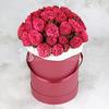 35 пионовидных роз Александра в шляпной коробке фото