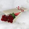 Букет из 15 красных роз в коробке фото