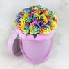 25 радужных роз в шляпной коробке фото