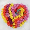 Большая композиция из роз в сердце фото