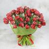 Букет из 51 красного махрового тюльпана в фетре фото