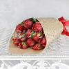 Букет из 11 красных махровых тюльпанов в крафте фото
