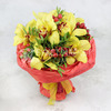 Букет из орхидеи и гиперикума фото