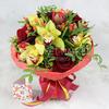 Букет из орхидеи, роз и гиперикума фото