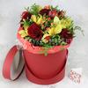 Композиция из орхидеи и роз в шляпной коробке фото