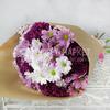 Букет из 15 кустовых хризантем в крафте фото