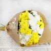 Букет из 11 разноцветных кустовых хризантем в крафте фото