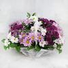 Композиция из разноцветных кустовых хризантем в корзине фото
