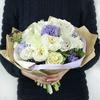 Авторский букет из роз и гиацинтов фото