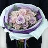 Красивый букет из сортовых роз и эвкалипта фото