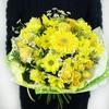 Яркий букет из хризантемы, ромашки и герберы фото