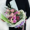 Креативный букет из роз, вероники и бовардии фото