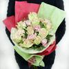 Оригинальный букет из роз и гвоздики фото