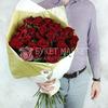 31 роза Ред Наоми в стильной упаковке фото