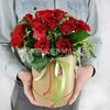 Композиция в шляпной коробке из 15 красных роз фото