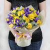 Букет из желтых роз и ирисов фото