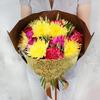 Букет из хризантем, роз и гвоздик в оригинальной упаковке фото