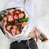 Бизнес букет из роз, альстромерий и гвоздик фото