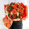 Яркий букет из гербер, альстромерий, ромашек и роз фото