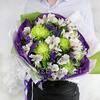 Креативный букет из хризантем, альстромерий и статицы фото
