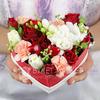 Композиция из роз, фрезий и гвоздик в сердце фото