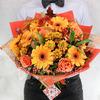 Яркий букет из гербер, роз и хризантем фото